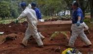 Coronavirus: अपने ही परिवारवालों की डेड बॉडी नहीं ले जा रहे लोग, इन्होंने किया 68 लोगों का अंतिम संस्कार