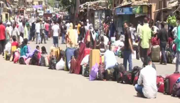 Thousands of migrant workers gather in Dharavi hoping to catch a ride back home