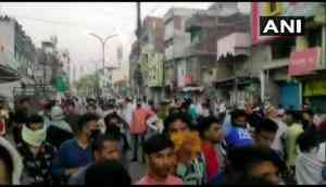 Nagpur: Social distancing norms flouted during protest by locals in Mominpura