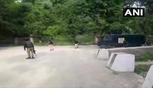 जम्मू-कश्मीर: कुलगाम में सुरक्षाबलों और आतंकवादियों के बीच मुठभेड़, हिज्बुल के दो आतंकी ढेर