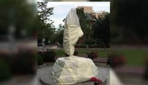अमेरिका प्रदर्शन : वाशिंगटन में गांधी प्रतिमा को पहुंचाया गया नुकसान, US राजदूत ने मांगी माफी