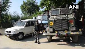 जम्मू-कश्मीर: अवंतीपोरा के पंपोर इलाके में सुरक्षाबलों और आतंकियों के बीच मुठभेड़, एक आतंकी ढेर