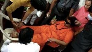 श्यामा प्रसाद मुखर्जी के पुण्यतिथि कार्यक्रम में शामिल हुई थीं साध्वी प्रज्ञा सिंह ठाकुर, बेहोश होकर गिरीं
