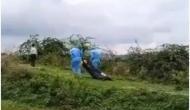 Video: कोरोना वायरस से मृत व्यक्ति के शव को दफनाने के लिए 500 मीटर तक घसीटते ले गए कर्मचारी