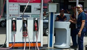 Budget 2021: पेट्रोल पर 2.50 रूपये और डीजल पर 4 रूपये लगेगा कृषि सेस, पर नहीं बढ़ेंगी कीमतें,  जानिए कैसे