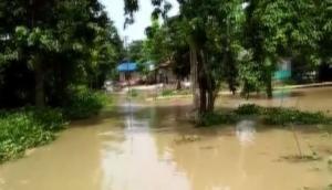बिहार और पूर्वी यूपी के इन जिलों में गहराया बाढ़ का संकट, सैकड़ों गांवों में घुसा पानी, फसल हुईं जलमग्न