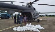 बिहार: बाढ़ में फंसे लोगों के लिए खुदा बनी भारतीय वायुसेना, भूखे रात बिता रहे लोगों को पहुंचाई राहत सामग्री
