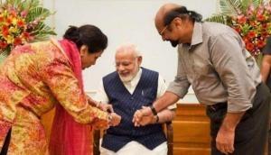 इस पाकिस्तानी मुस्लिम महिला से पिछले 25 सालों से राखी बंधवाते हैं प्रधानमंत्री नरेंद्र मोदी