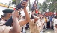 बिहार में अपराधियों के हौसले बुलंद, सब-इंस्पेक्टर के चेहरे पर मिर्ची स्प्रे छिड़क कर अपराधी फरार