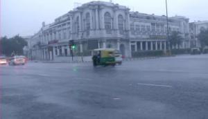 Weather Updates: दिल्ली में बारिश से सुहावना हुआ मौसम, MP, उत्तराखंड और गुजरात में भी आज बारिश के आसार