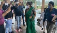 वसुंधरा राजे को हरे रंग की साड़ी में देख फोटो जर्नलिस्ट के मुंह से निकला पाकिस्तान, वीडियो में देखे आगे क्या हुआ