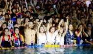 चीन: जिस वुहान से दुनियाभर में फैला कोरोना वायरस, हजारों लोग बिना सोशल डिस्टेंसिंग कर रहे पूल पार्टी