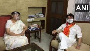 Jyotiraditya Scindia meets Sumitra Mahajan in Indore
