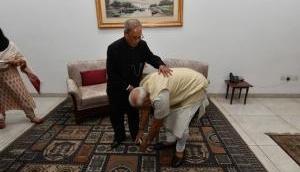प्रणब मुखर्जी के निधन पर PM मोदी ने शेयर की भावुक कर देने वाली फोटो, हमेशा देते थे पिता का दर्जा