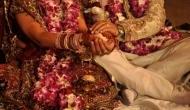 अजब: परिवार के लोग थे मांसाहारी, शाकाहारी दुल्हन ने अपनी शादी में मां को भी नहीं बुलाया