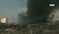 भयंकर ब्लास्ट के बाद बेरूत के बंदरगाह पर लगी भीषण आग, आसमान में उठा धुएं का गुबार
