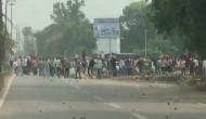 यूपी में सरकारी नौकरियों में पांच साल संविदा का विरोध कर रहे छात्रों पर पुलिस ने बरसाईं लाठी