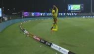 IPL 2020 MI vs CSK: फाफ डु प्लेसिस ने हवा में उछलते हुए लिए दो हैरतअंगेज कैच, वीडियो देख दंग रह जाएंगे आप