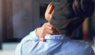 वर्क फ्रॉम होम के दौरान पीठ और कमर दर्द से हैं परेशान? छुटकारा पाने के लिए अपनाएं ये तरीका
