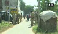 Hathras Gangrape: हाथरस DM के घर के बाहर लोगों ने फेंका कूड़ा, देशभर में लोगों का बढ़ा गुस्सा