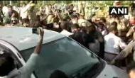 Hathras Gangrape: DND पर कांग्रेस कार्यकर्ताओं पर लाठीचार्ज, राहुल और प्रियंका हाथरस के लिए निकले