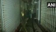 मुंबई: इस बाजार में पिछले 40 घंटे से लगी हुई है भीषण आग, दो दमकलकर्मी पहुंच चुके हैं अस्पताल