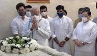 Video: राम विलास पासवान को श्रद्धांजलि देने पहुंचे PM मोदी तो फूट-फूटकर रोने लगे चिराग पासवान