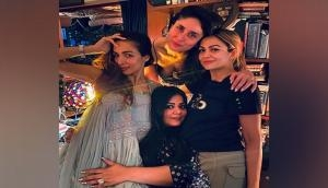 Kareena Kapoor Khan shares chic pic with her girl gang, extends birthday wishes to her bestie
