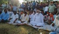 राजस्थान: पुजारी को जिंदा जलाने पर मचा कोहराम, BJP सांसद किरोड़ीलाल मीणा गांव में धरने पर बैठे