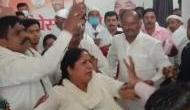 Video: कांग्रेसी कार्यकर्ताओं ने महिला नेता से की जमकर मारपीट, रेप विक्टिम को टिकट का किया था विरोध