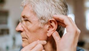 ऐसे करें कान की रोजाना मालिश, मिलेंगे बेजोड़ फायदे