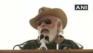 सैनिकों के साथ दिवाली मानाने जैसलमेर पहुंचे पीएम मोदी, दुश्मनों को कड़े शब्दों में दिया ये संदेश