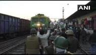Bharat Bandh: किसान आंदोलन का बड़ा असर, रेलवे ने रद्द की कई ट्रेनें, इन ट्रेनों का बदला रूट