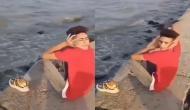 इस लड़के ने ऐसे घुमाई अपनी गर्दन कि देखकर लोगों की निकल गई चीख, देखें वीडियो