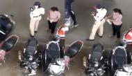 महिला ट्रैफिक पुलिसकर्मी ने रिश्वत लेने के लिए अपनाया अनोखा तरीका, वीडियो देख हैरान रह जाएंगे आप