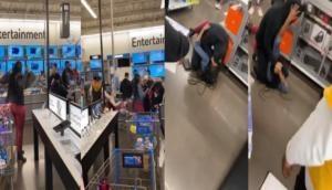 सुपर मार्केट में आपस में भिड़ गईं लड़कियां, वीडियो में देखें कैसे हुई दोनों में जमकर फाइट