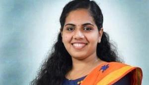 21 साल की आर्य राजेंद्रन बनी देश की सबसे कम उम्र की मेयर, वामपंथी पार्टी CPI(M) से जीतीं थी चुनाव
