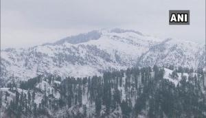J-K's Pirpanjal receives heavy snowfall, normal life disrupted