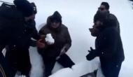 Video: बर्थडे पर नहीं मिला केक तो सेना के जवान ने काटा बर्फ का केक, देखकर गर्व से फूल जाएगी छाती