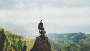 खौफनाक: 650 फीट की ऊंचाई पर ले गया था प्रपोज करने, हां बोलते ही पहाड़ी से नीचे गिरी गर्लफ्रेंड और..
