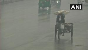 Weather Update: Parts of Delhi receive light showers on chilly winter morning