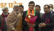 20 सालों तक PM मोदी के साथ किया काम, अब नौकरी छोड़ IAS अफसर ने ली BJP की सदस्यता