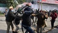 Farmer's Protest: सिंधु बॉर्डर पर 'स्थानिय लोगों' और आंदोलनकारी किसानों के बीच हुआ पथराव, SHO पर तलवार से हमला, जानिए क्या है मौजूदा स्थिति