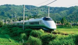 यहां एक सेकंड भी ट्रेन लेट हुई तो अफसर मांगते हैं यात्रियों से माफी