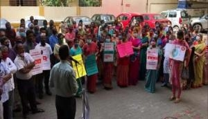 LIC employees protest against Centre's disinvestment proposal