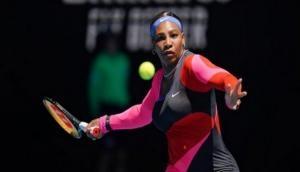 Australian Open: Serena Williams storms into third round