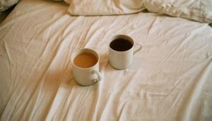 बेड टी पीने का शौक रखने वाले तुरंत हो जाएं अलर्ट, इन 4 बीमारियों के हो सकते हैं शिकार