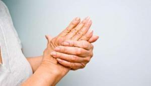सावधान: कहीं आपके हाथ-पैर भी तो नहीं कांपते, बिल्कुल भी न करें इग्नोर, फौरन करवा लें टेस्ट