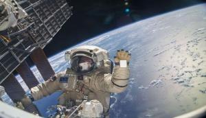 अंतरिक्ष में इस तरह से रहते हैं अंतरिक्षयात्री, टॉयलेट करने का तरीका जानकर दंग रह जाएंगे आप