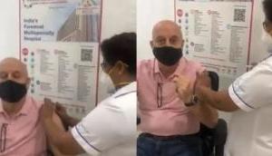 अनुपम खेर ने लगवाया कोरोना का पहला टीका, इंजेक्शन देखते ही करने लगे ओम नम: शिवाय का जाप